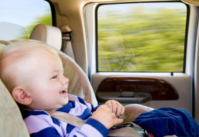 Transferts avec siège bébé et rehausseur à Cala Marsal